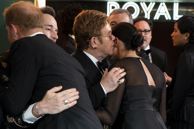 Megan Markl i Hari sa Eltonom Džonom i Dejvidom Furnišem, u novembru 2019. u Londonu na premijeri