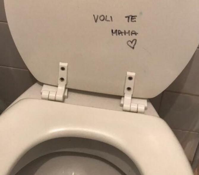 Vaspitavanje se odigrava svuda, pa i u toaletu