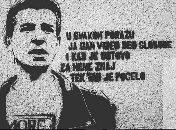 Grafit posvećen Milanu Mladenoviću