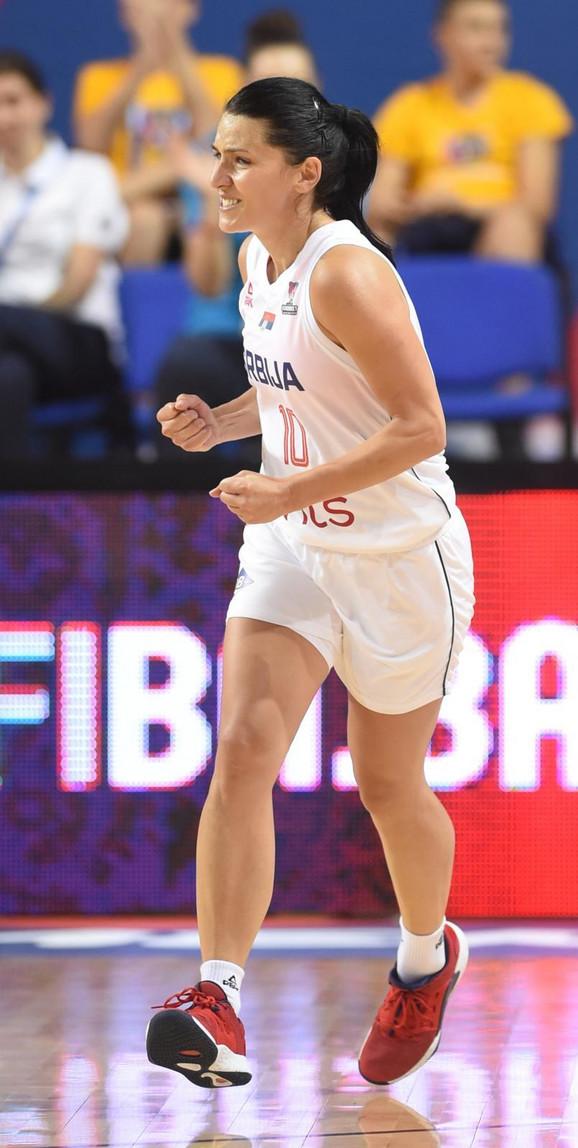 Dajana Butulija tokom meča Srbija - Rusija na Evropskom prvenstvu