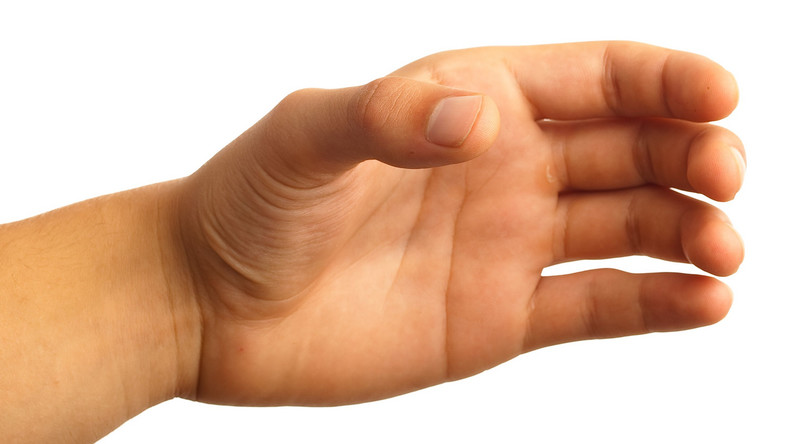 Słaby uścisk dłoni? Większe ryzyko udaru mózgu
