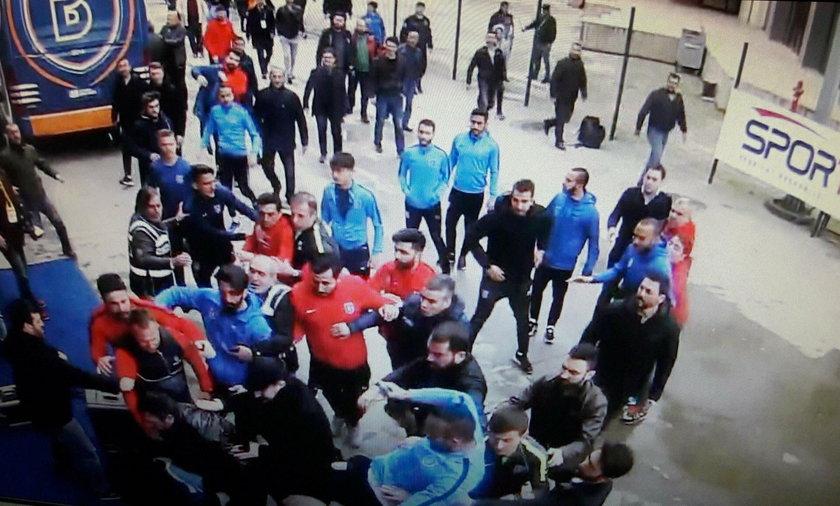 Basaksehir - piłkarze pobili dziennikarza. Babacan, Ayhan i Belozoglu nabroili...