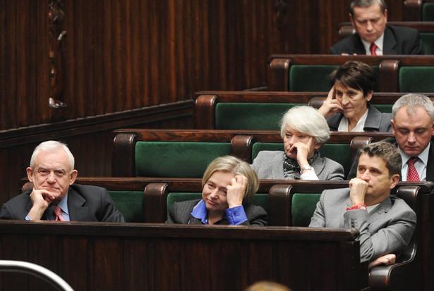 Leszek Miller, Wanda Nowicka i Janusz Palikot podczas posiedzenia w Sejmie