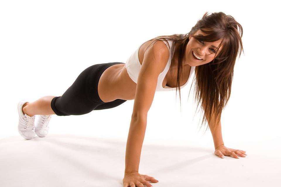 Jak ujędrnić biust - ćwiczenie 2. (damskie pompki)