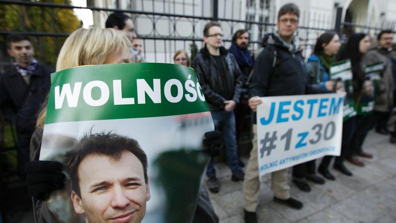 Protest w sprawie Tomasza Dziemianczuka przed konsulatem rosyjskim w Gdańsku