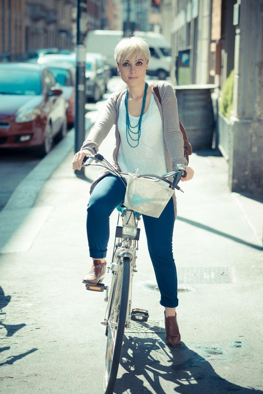 Nie tylko ci, który przejeżdżają dziesiątki kilometrów, powinni zadbać o stawy i mięśnie, ale także weekendowi rowerzyści czy korzystający z miejskich rowerów na krótkich trasach