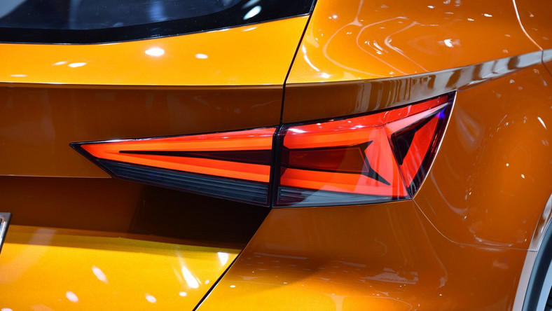 Seat pozazdrościł rywalom gotówki jaka spływa do ich skarbców z tytułu sprzedaży modeli SUV. Hiszpańska marka należąca do koncernu Volkswagen w czasie salonu samochodowego w Genewie odsłoniła model o nazwie 20V20. Zobacz, jak będzie wyglądać pierwszy SUV z wielkim S na masce...