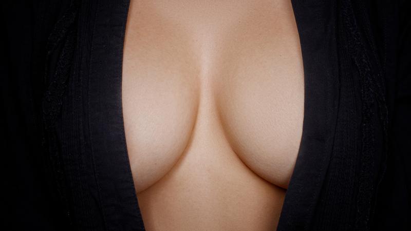 Sześć powodów dla których faceci uwielbiają kobiece piersi