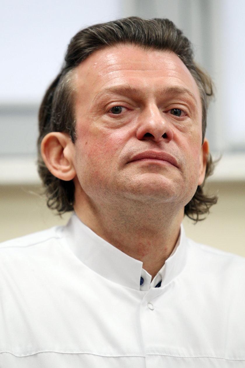 Dr nauk med. Mariusz Wójtowicz przeprowadził operację z użyciem noża plazmowego