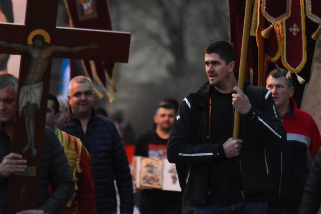 Darko Miličić na molebanu i litiji u Novom Sadu za srpski narod i SPC u Crnoj Gori