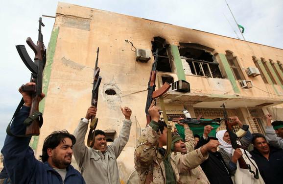 Gadafijeve pristalice slave posle preuzimanja Brege