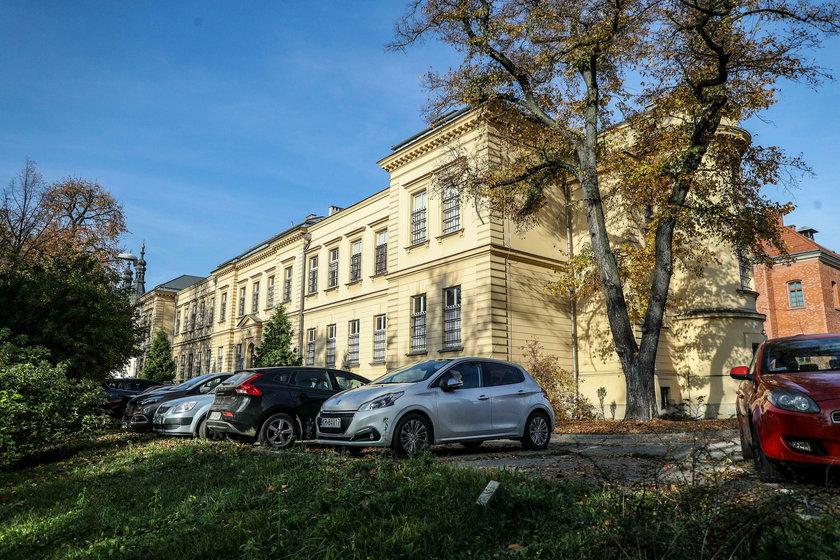 Miasto kupiło Wesołą. Tereny po szpitalu zamienią się w park