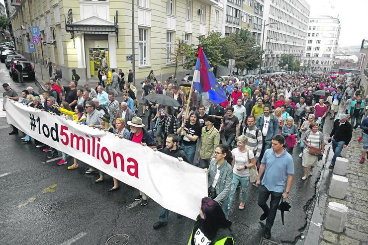 """Logično je da se energija jednom istroši: Sa protesta """"1od 5 miliona"""" u Beogradu"""
