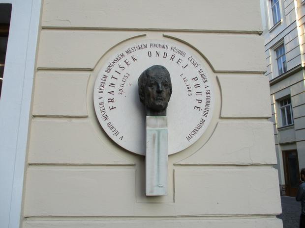 Tablica upamiętniająca Frantiska Poupe, ojca czeskiego lagera