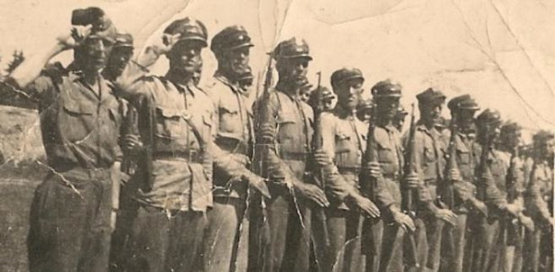 Oddział Milicji Obywatelskiej, ustawiony do przeglądu. Pogórze Dynowskie 1946 rok w czasie walk z UPA