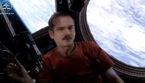 Chris Hadfield jeszcze w kosmosie