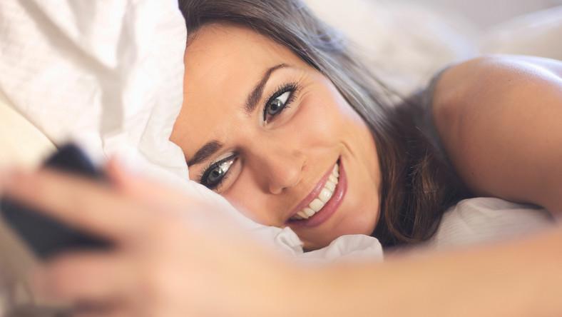 Groźny trend - esemesowanie przez sen