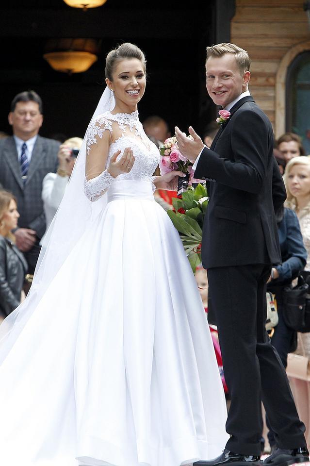 2ad982d694 One wzięły ślub w sukni od Violi Piekut - Ślub