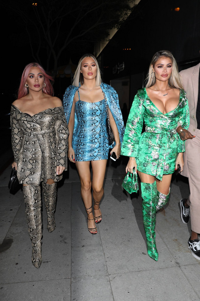 Kloi Sims sa sestrama