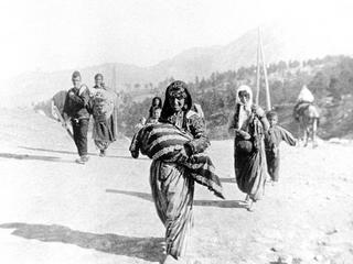 Turkey / Armenia: Armenian refugees fleeing Turkish persecution, c. 1915