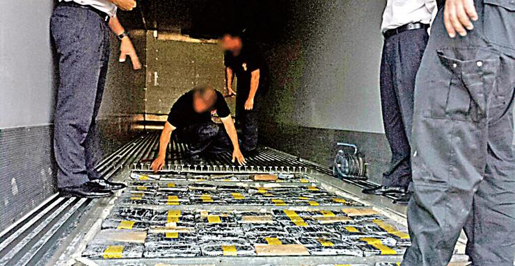 kokain 250 kg u duplom dnu kontejnera