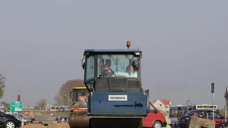 Państwo rusza z odsieczą budowlance