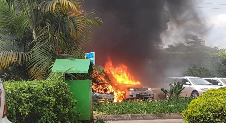 Parking lot with vehicles on fire at the Dusit D2 hotel on 14 Riverside Drive, Westlands, Nairobi (Twitter)