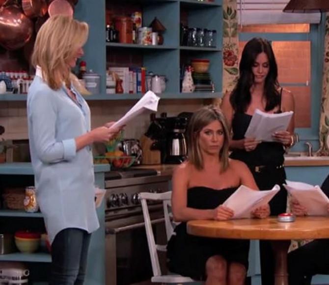 """Dženifer Aniston kao Rejčel i Kortni Koks kao Monika u seriji """"Prijatelji"""" sa njima je i Lisa Kudrou koja je igrala Fibi"""