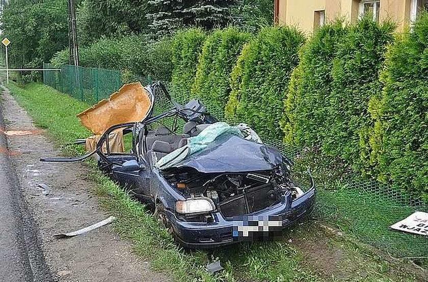 Auta zmiażdżone jak puszki. 2 osoby nie żyją. FOTY