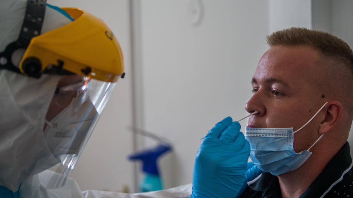 Koronavírus: nem kell mentőre várni, ha teszteltetni szeretnénk magunkat