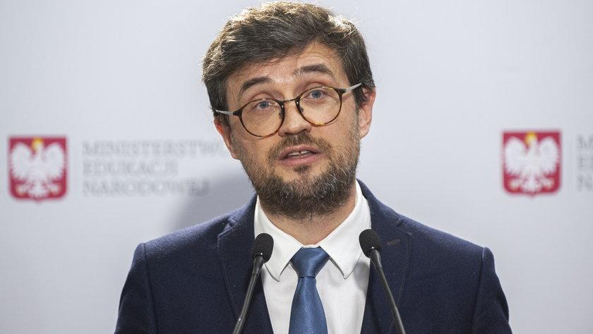 Dyrektor Centralnej Komisji Egzaminacyjnej Marcin Smolik złożył w czwartek 6 maja zawiadomienie do prokuratury w sprawie ewentualnego przecieku treści z matematyki