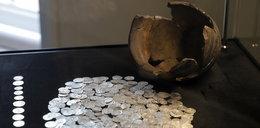 Wspaniałe znalezisko pod Sandomierzem! Srebrne monety i tajemnicza pieczęć zachwyciły archeologów
