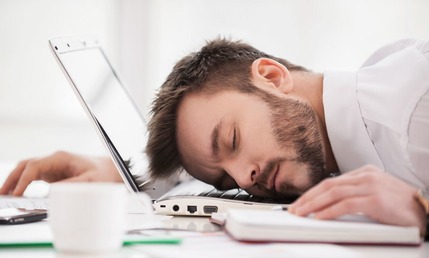 sen facet laptop praca ilustracja mężczyzna