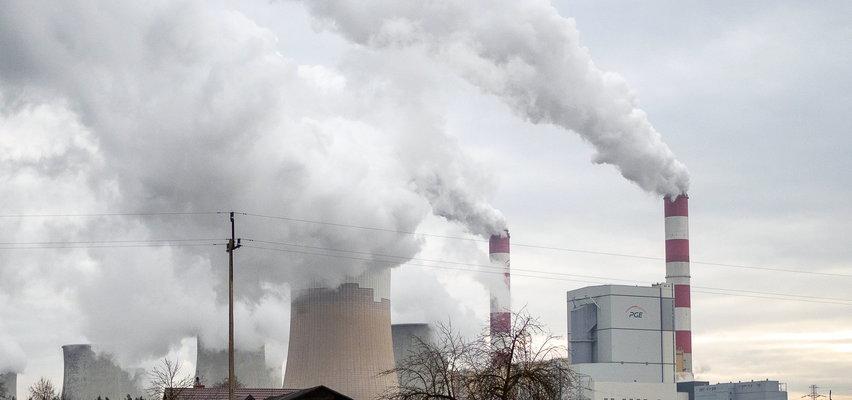 Wielkie kłęby dymu nad Elektrownią Bełchatów. Wybuchł pożar