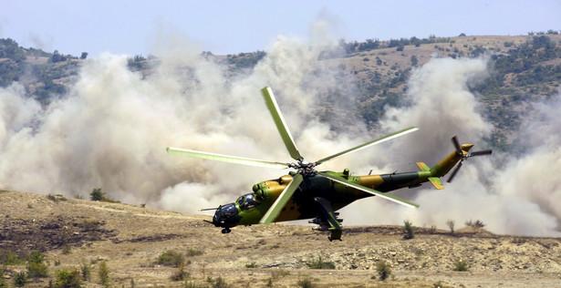 Mi-24 to ciężki śmigłowiec bojowy. Polscy żołnierze, służący w Afganistanie wyposażeni są w osiem takich maszyn i cztery Mi-17. PAP