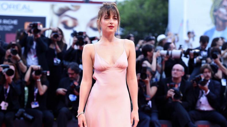 """Na 72. Międzynarodowy Festiwal Filmowy w Wenecji Dakota Johnson przyjechała jako gwiazda aż dwóch głośnych produkcji. Swoje premiery miały tam bowiem filmy """"Pakt z diabłem"""" (""""Black Mass"""") oraz """"A bigger splash""""."""