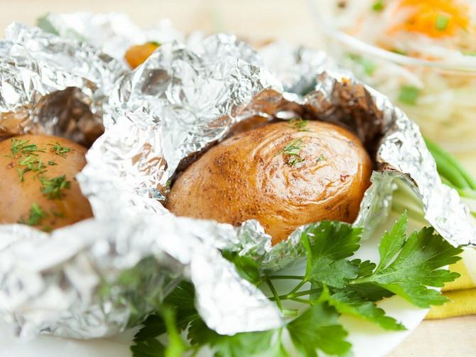 Da li uvijate hranu u sjajnu ili mat stranu folije? Saznajte koja je prava!