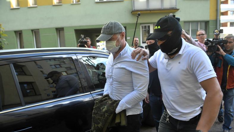 Były minister transportu Sławomir Nowak doprowadzany na posiedzenie aresztowe w Sądzie Rejonowym w Warszawie