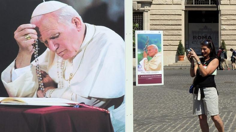 Morze gadżetów na beatyfikację Jana Pawła II