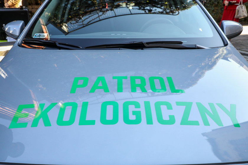 Strażnicy miejscy dostali samochodowe laboratorium