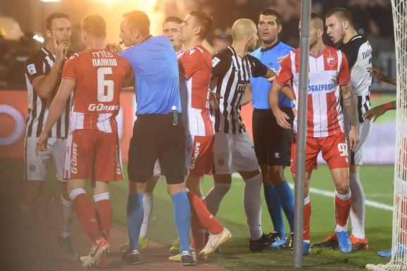 Srđan Jovanović smiruje strasti u meču Partizana i Crvene zvezde