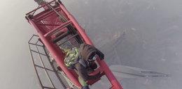 Oni wspięli się na szczyt wieżowca, na 600 metrów. WIDEO
