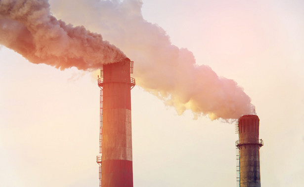 Dymiące kominy; emisja CO2