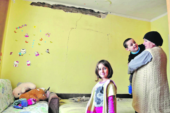 U sobi male Jovane Rakić u Kosjeriću posle zemljotresa
