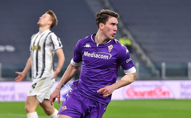 Dušan Vlahović slavi gol protiv Juventusa