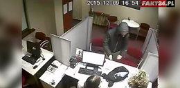 Napadł na bank. Jest nagranie z monitoringu