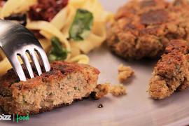 Tuna pljeskavice sa testeninom: Evo dokaza da za ukusan i zdrav ručak ne mora da se provede dugo vremena u kuhinji!