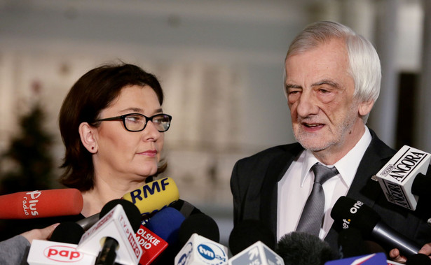 Dziennikarze pytali Terleckiego, czy Kancelaria Sejmu lub marszałek Sejmu, rozważa przeniesienie obrad 11 stycznia poza gmach na Wiejskiej