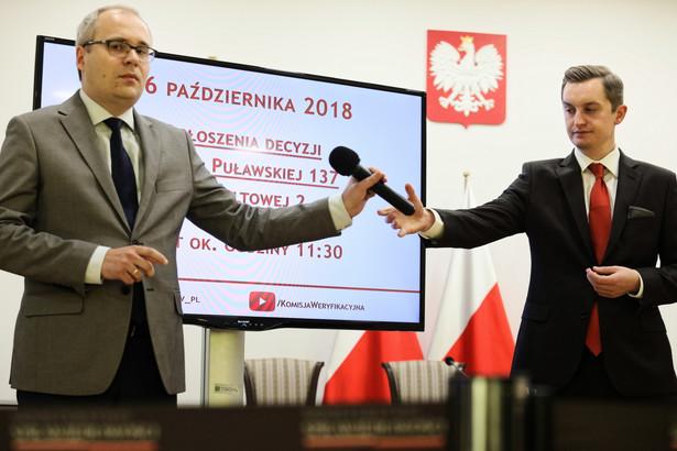 Członkowie Komisji Weryfikacyjnej Łukasz Kondratko oraz wiceprzewodniczący Sebastian Kaleta