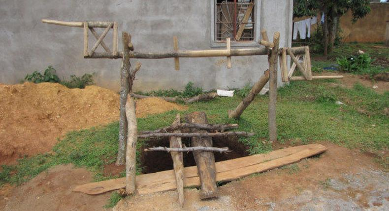 Kakamega man jumps into a well with 3 years old son (HoboTraveler)